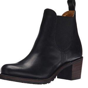 Frye Sabrina Chelsea boots